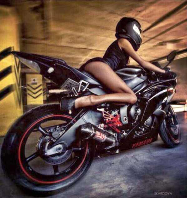 sexy-girls-on-bikes (5)