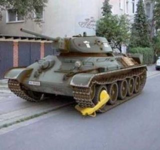 30 Insane and Funny Parking Moments (30 photos)