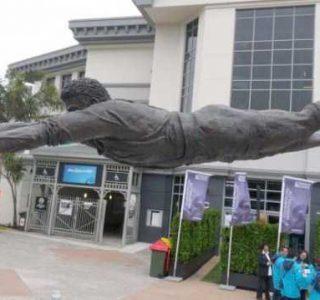 20 Incredible Sculptures that Defy Gravity (20 photos)