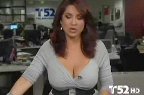 hot-sexy-female-tv-news-anchors (12)