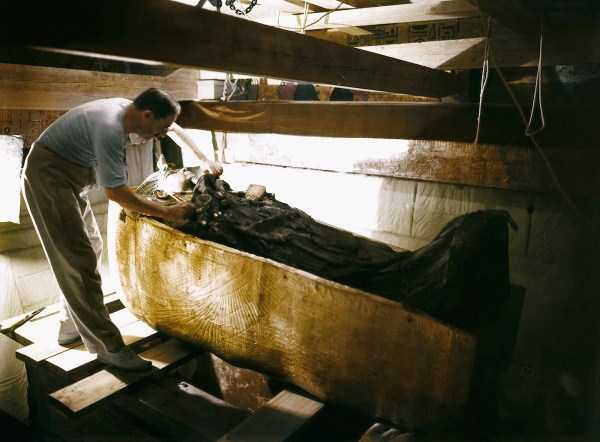 king-tut-tomb-color-pics (1)
