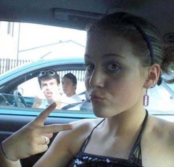 people-caught-taking-selfies (2)
