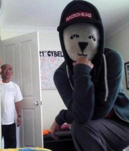 people-caught-taking-selfies (9)