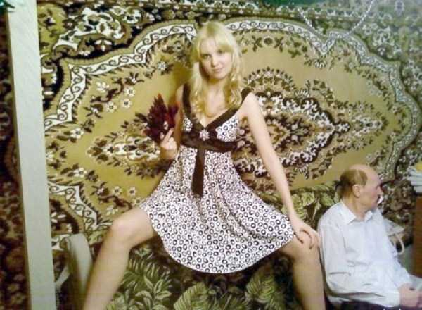 russian-girls-posing-with-carpets (10)