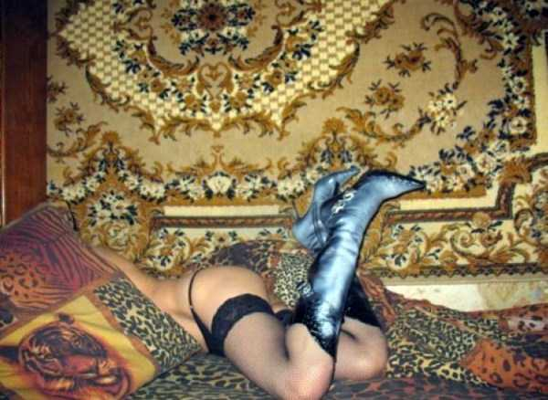 russian-girls-posing-with-carpets (11)