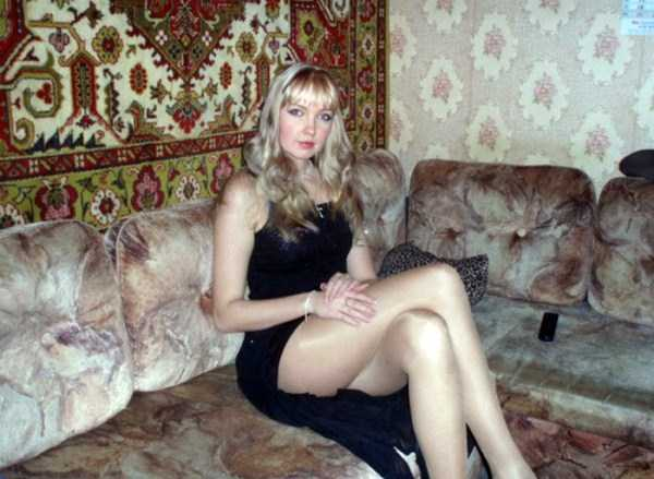 russian-girls-posing-with-carpets (13)