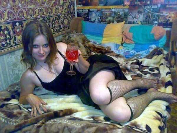 russian-girls-posing-with-carpets (17)