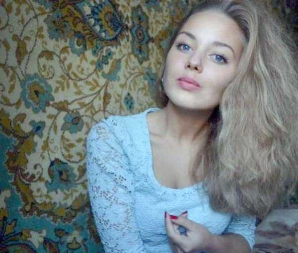 russian-girls-posing-with-carpets (19)