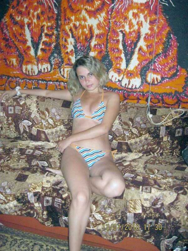 russian-girls-posing-with-carpets (20)
