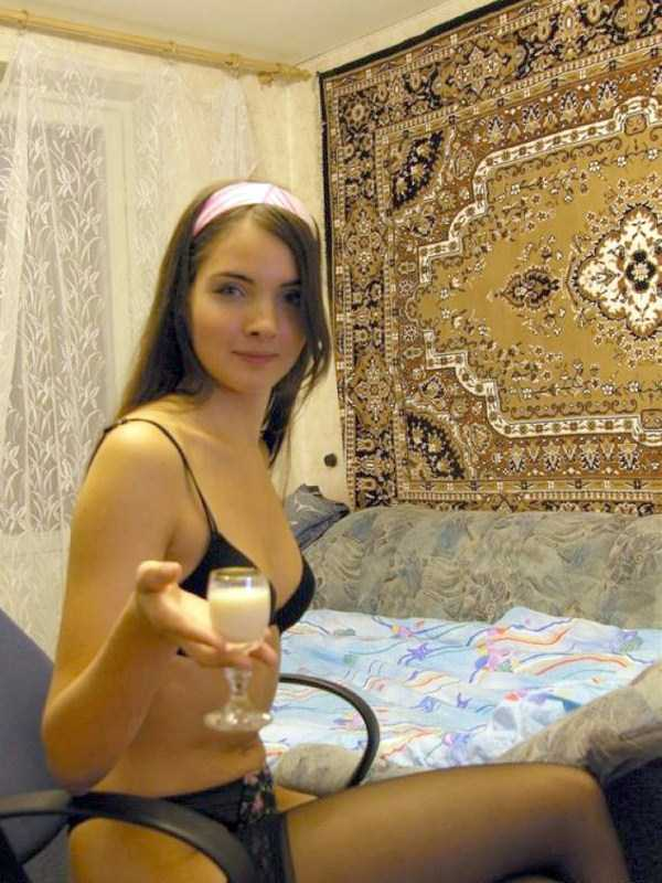russian-girls-posing-with-carpets (30)