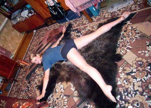 russian-girls-posing-with-carpets (32)