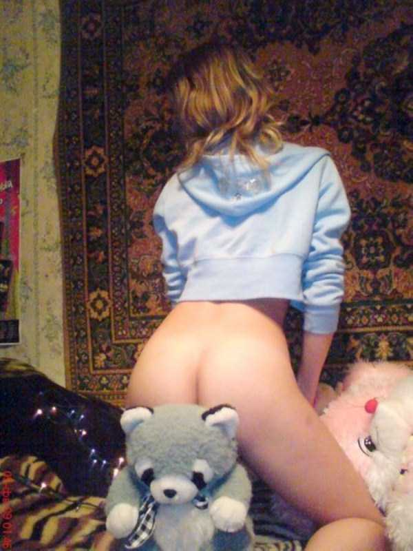 russian-girls-posing-with-carpets (33)