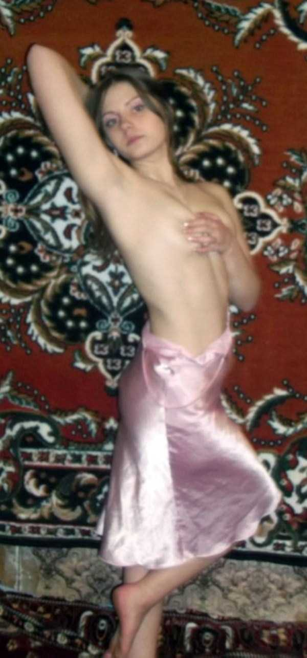 russian-girls-posing-with-carpets (8)