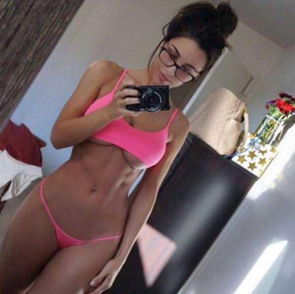 sexy-girls-wearing-glasses (13)