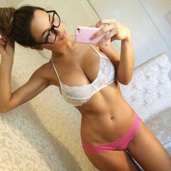 sexy-girls-wearing-glasses (15)