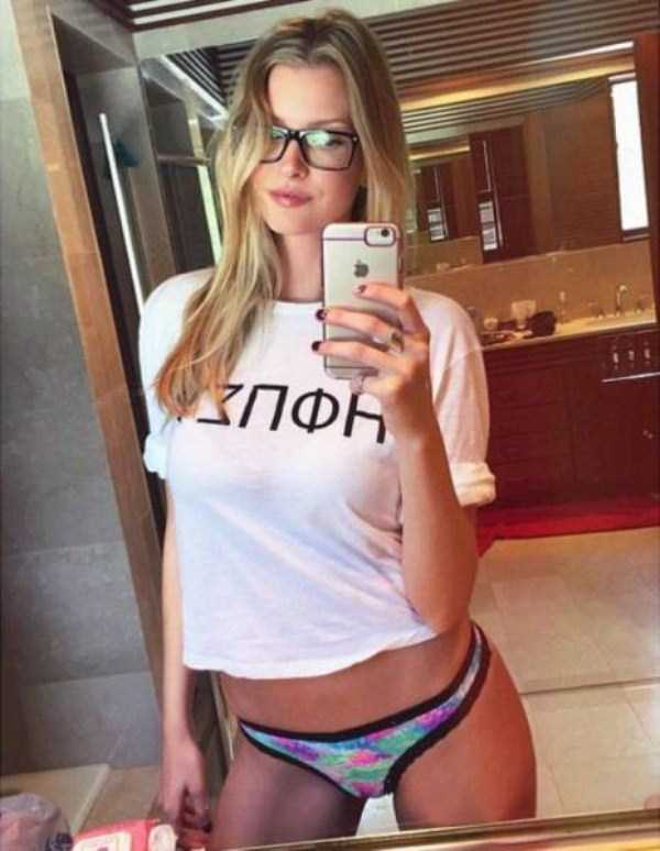 sexy-girls-wearing-glasses (17)