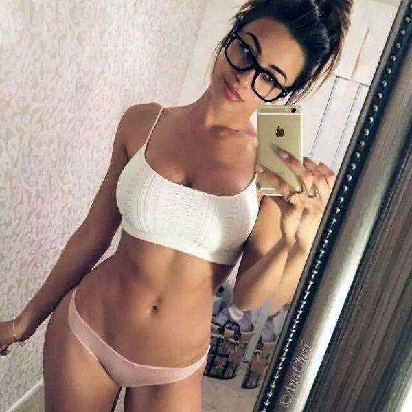 sexy-girls-wearing-glasses (20)