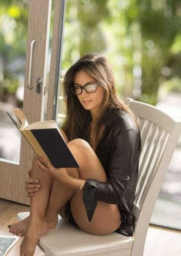 sexy-girls-wearing-glasses (24)