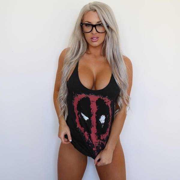 sexy-girls-wearing-glasses (28)