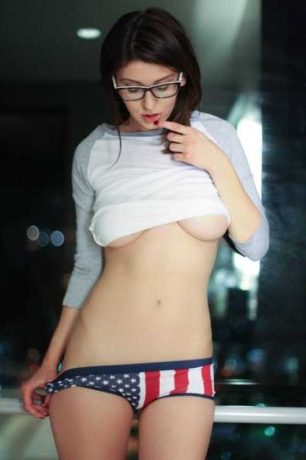 sexy-girls-wearing-glasses (29)