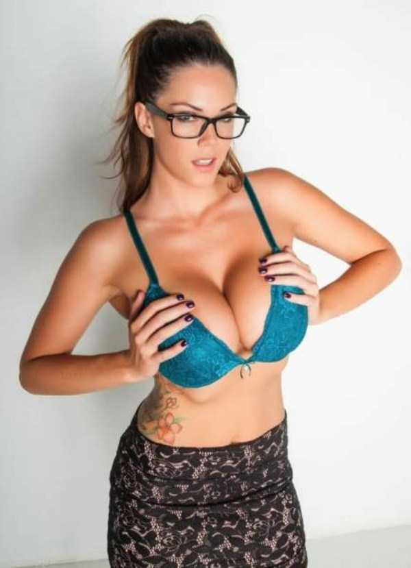 sexy-girls-wearing-glasses (31)