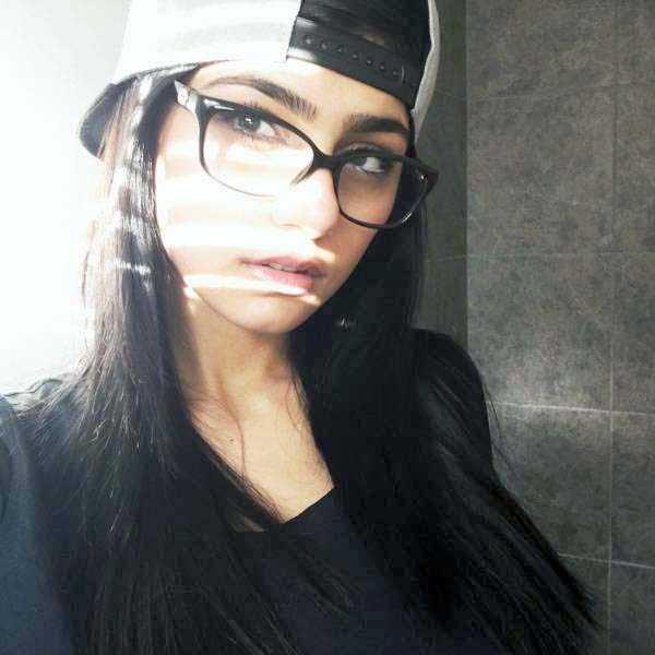 sexy-girls-wearing-glasses (32)