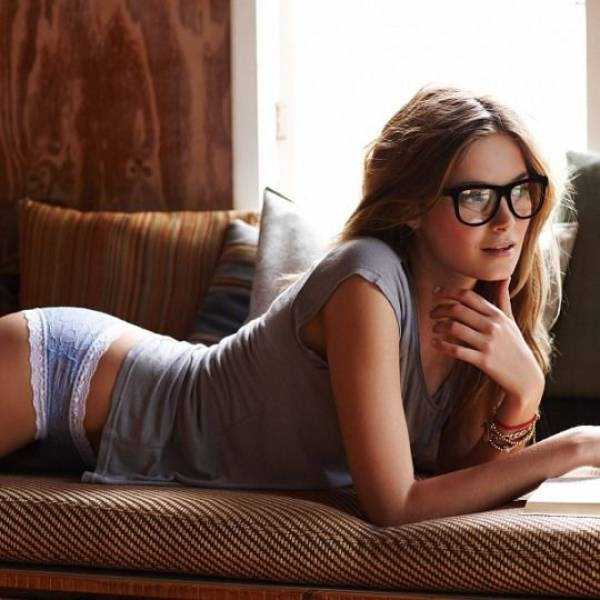 sexy-girls-wearing-glasses (34)