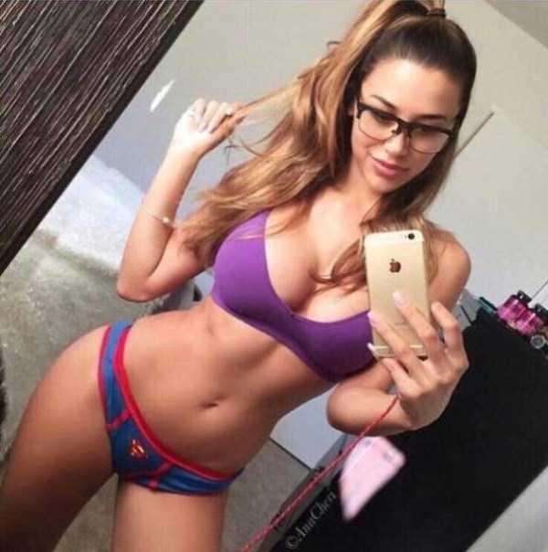 sexy-girls-wearing-glasses (35)