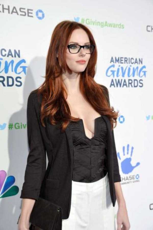 sexy-girls-wearing-glasses (36)