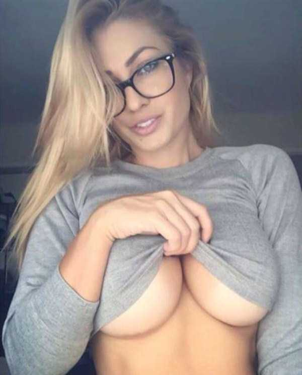 sexy-girls-wearing-glasses (38)