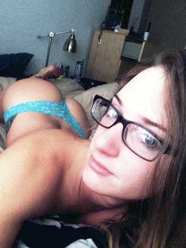 sexy-girls-wearing-glasses (4)