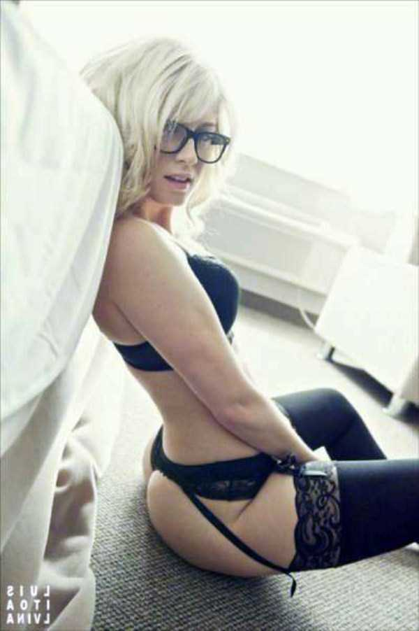sexy-girls-wearing-glasses (40)