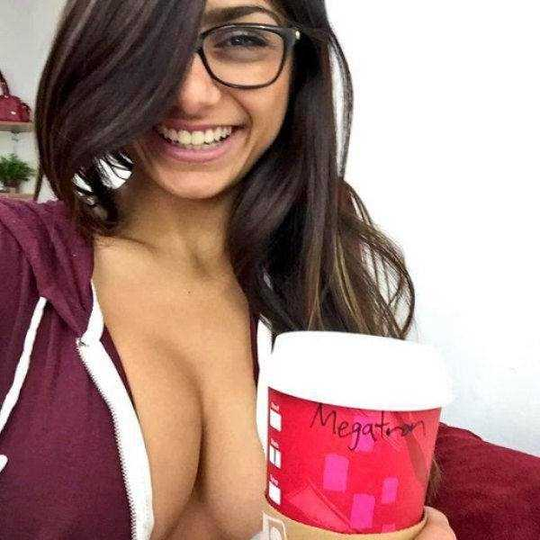 sexy-girls-wearing-glasses (50)