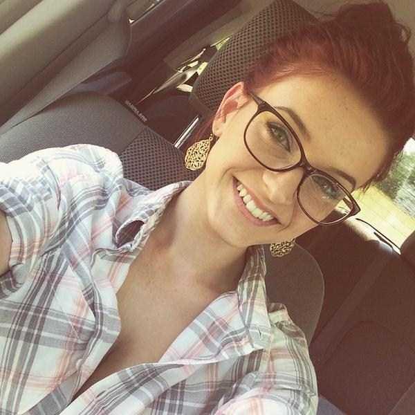 sexy-girls-wearing-glasses (60)