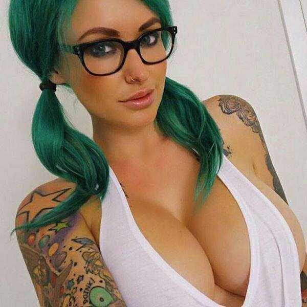 sexy-girls-wearing-glasses (8)