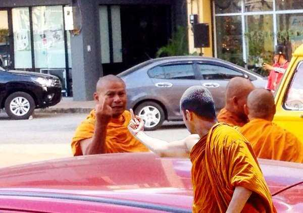 budhist-monk-shows-middle-finger (2)
