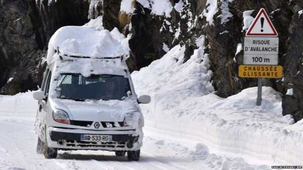cars-covered-with-snow (2)