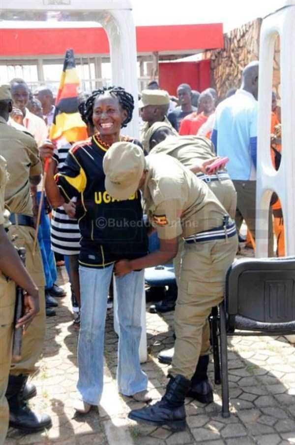 football-fans-uganda (5)