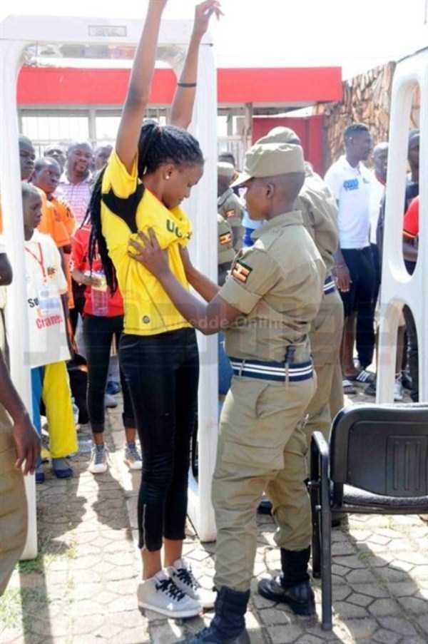 football-fans-uganda (9)