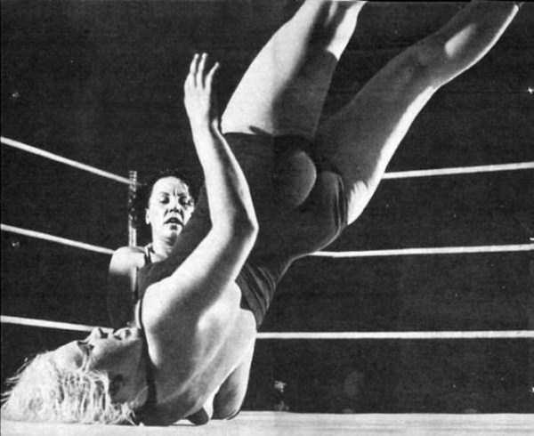 retro-women-wrestling-pictures (11)