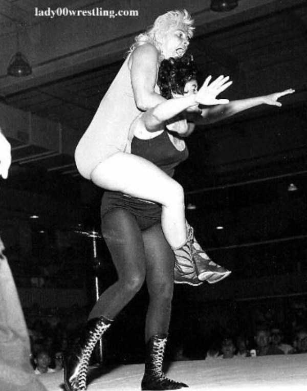 retro-women-wrestling-pictures (13)