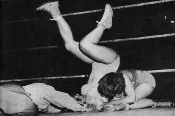 retro-women-wrestling-pictures (27)