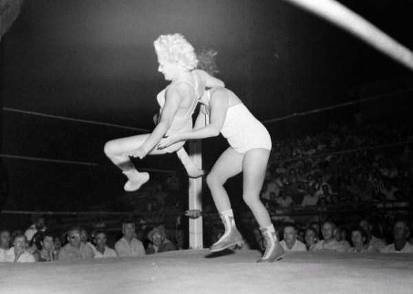 retro-women-wrestling-pictures (29)