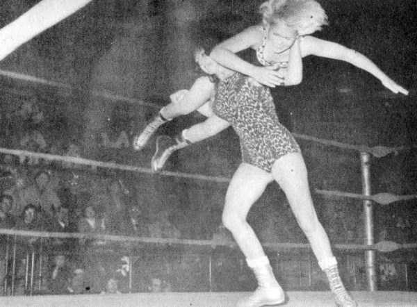 retro-women-wrestling-pictures (3)