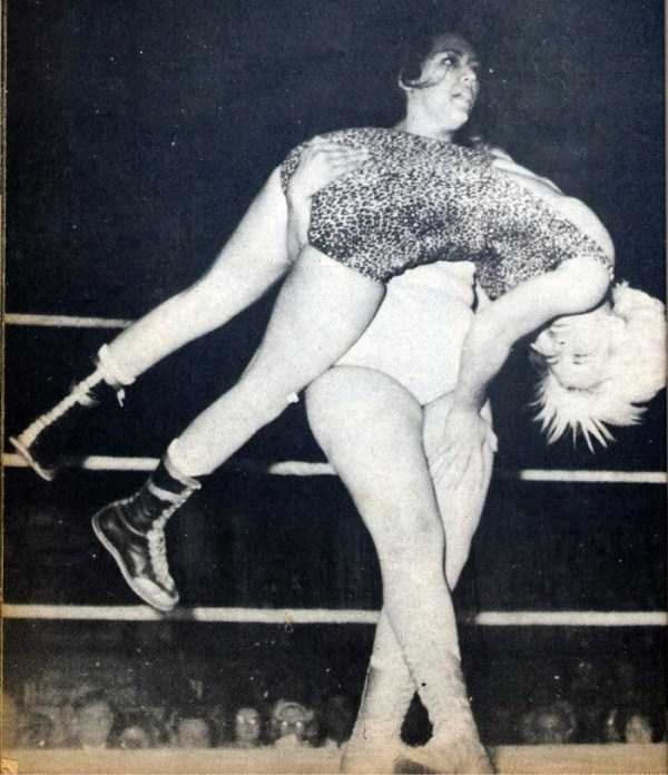 retro-women-wrestling-pictures (7)