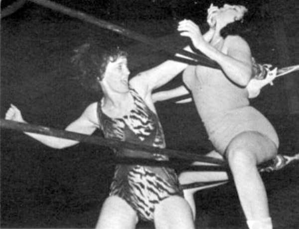 retro-women-wrestling-pictures (8)