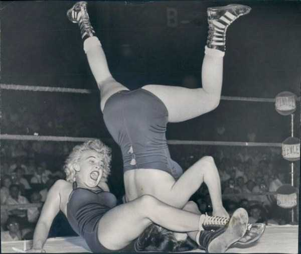 retro-women-wrestling-pictures (9)