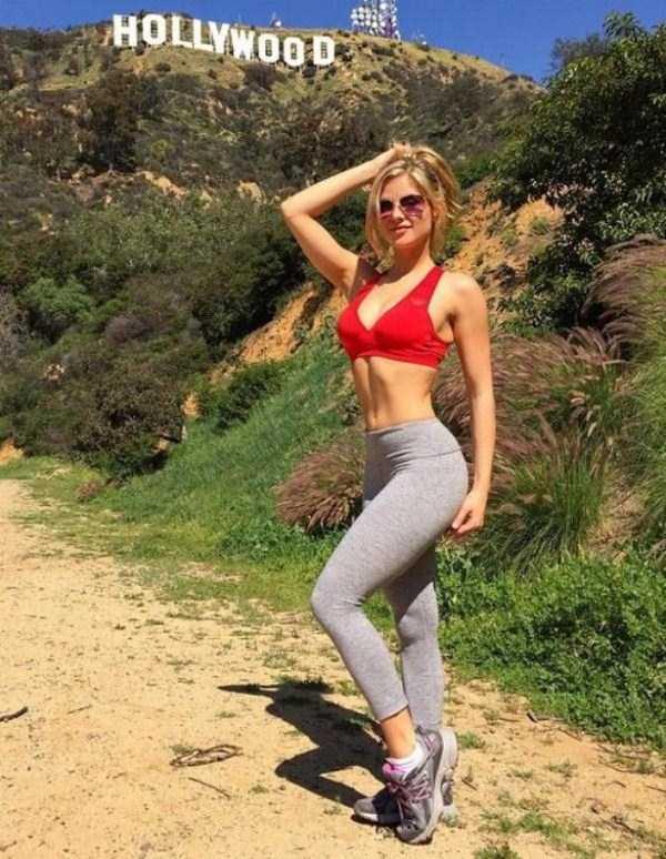 hot-girls-in-yoga-pants (8)