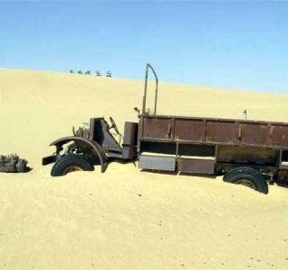 Abandoned Military Vehicle in the Egyptian Desert (18 photos)