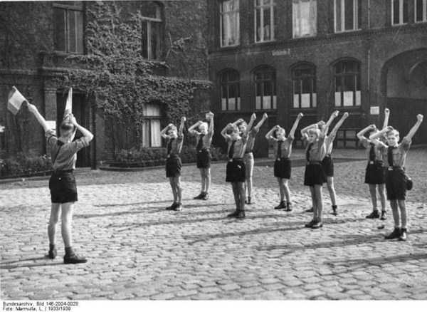 children-in-nazi-germany (37)